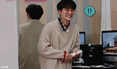 Imagen de gif, Ikon, and kim hanbin Bobby, Ikon Kpop, Ikon Wallpaper, Kim Hanbin, Band Aid, Meme Faces, Cute Gif, Ulzzang, We Heart It