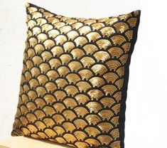 Gold pillows with embroidered waves in sequin - Black pillow covers - Black Gold Cushion cover zipper - Throw pillow - Gold pillowcase. Gold Throw Pillows, Gold Cushions, Black Pillows, Decorative Throw Pillows, Accent Pillows, Sequin Cushion, Sequin Pillow, Silk Pillow, Black Pillow Covers