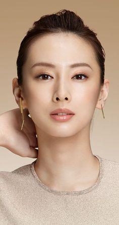 Posted by Sifu Derek Frearson Chinese Makeup, Japanese Makeup, Asian Makeup, Japanese Beauty, Asian Beauty, Korean Makeup, Make Up Looks, Pure Beauty, Beauty Women