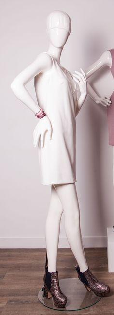 Collection Mode #crossedlegs #mannequin