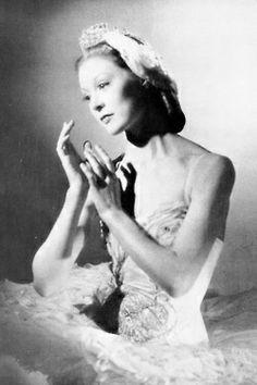 Moira Shearer as Odette