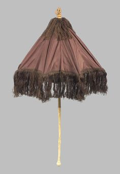 Small folding parasol of brown taffeta | Museum of Fine Arts, Boston