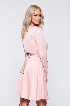 Rochie StarShinerS rosa de ocazie petrecuta din material satinat cu pietre strass
