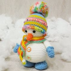 Here is another gift idea for Christmas - cute snowman amigurumi dressed in bright striped winter hat and mittens. The amigurumi pattern is FREE!