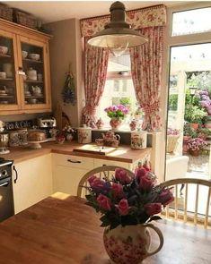 Vintage Kitchen Decor, Home Decor Kitchen, Kitchen Interior, New Kitchen, Cottage Kitchens, Home Kitchens, Cottage Farmhouse, Farmhouse Style, Country Kitchen Designs