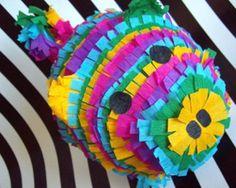 Pinata zelf maken en wanneer gebruik je een pinata. De pinata is in Mexico een symbool van vreugde. Het wordt gemaakt van een pot aardewerk of van