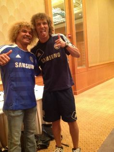 Battle of the hair - Carlos Valderrama & David Luiz hahahahahahahahahahahahha Chelsea Football, Chelsea Fc, Football Soccer, Carlos Valderrama, Best Pictures Ever, Cool Pictures, Muay Thai, Mma, Pink Ladies