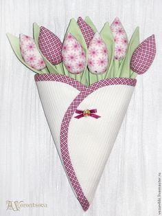 Купить или заказать Конверт с тюльпанами в интернет-магазине на Ярмарке Мастеров. Букет из 7 тюльпанов в конверте. Подвешивается за две петельки. Не советую размещать близко к окну, некоторые ткани имеют свойство выгорать.