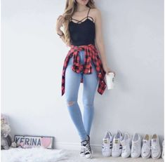 Cropped + Torn Jeans + Checkered Cloak + Tennis = – Source by TopFashionTrendsOne Teen Fashion Outfits, Cute Fashion, Outfits For Teens, Girl Fashion, Casual Teen Fashion, Tumblr Outfits, Mode Outfits, Party Kleidung, Teenager Outfits
