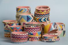- {porcelain bangles} by Erin Lightfoot - fab tribal/geometric patterns - Porcelain Jewelry, Ceramic Jewelry, Concrete Jewelry, Pottery Painting, Painted Pottery, Painted Porcelain, Cold Porcelain, Hand Painted, Pretty Patterns