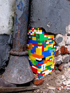 Lego street art Colouring the world.