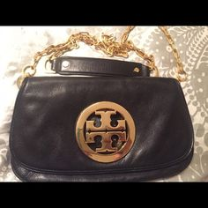 Toryburch cross body. Black/gold Tory burch crossbody. Gently worn. Tory Burch Bags Crossbody Bags