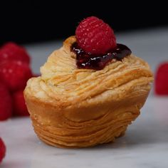 Puff Pastry Muffin - 1 dk izle yap şıp şak ohh miss - Donut Just Desserts, Delicious Desserts, Dessert Recipes, Yummy Food, Dessert Ideas, Cake Ideas, Puff Pastry Desserts, Puff Pastry Recipes, Puff Pastries