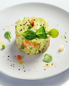 Vitrina cu idei — Salata de legume cu avocado Avocado Toast, Guacamole, Appetizers, Breakfast, Ethnic Recipes, Food, Salads, Morning Coffee, Appetizer