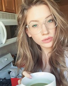 Latest Eyewear Trends: 2019 Most Popular Fashion Frames clear frames latest trends in eyewear Cute Glasses, New Glasses, Glasses Online, Cheap Eyeglasses, Eyeglasses For Women, Glasses For Round Faces, Womens Glasses Frames, Glasses Clear Frames, Glasses Trends