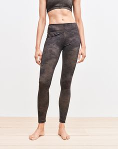 Our leggings are made in functional compression-wear stretch jersey that wicks moisture away from the body. Designed in a modern and subtle camo print, this ankle-length style features a slim fit and an inside pocket at the waist. <br> <br> •Compression