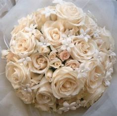 If your dress is not white, your flowers can be this besutiful with only white flowers.