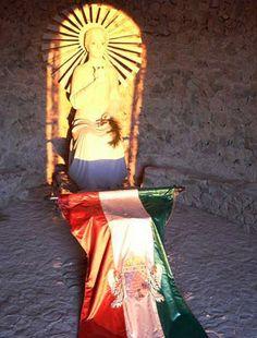 Pilisszántó Boldogasszony-szobor a kápolnában - december 21-én Hungary, December, Pictures, Beautiful, Photos