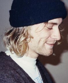 Kurt Cobain LOOK AT THOSE DIMPLES!