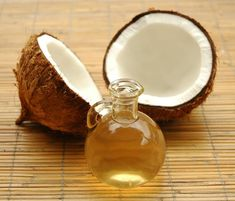 Coconut Oil Uses - 80 uses for coconut oil.good thing theres coconut oil in our lip balm. 9 Reasons to Use Coconut Oil Daily Coconut Oil Will Set You Free — and Improve Your Health!Coconut Oil Fuels Your Metabolism! Homemade Beauty, Diy Beauty, Beauty Hacks, Homemade Hair, Fashion Beauty, Fashion News, Homemade Masks, Homemade Blush, Fashion Trends