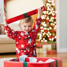 Niece And Nephew, Christmas Morning, Christmas Pictures, Little Babies, Floral Tops, Home Decor, Being An Aunt, Baby Girl Photos, Christmas Presents