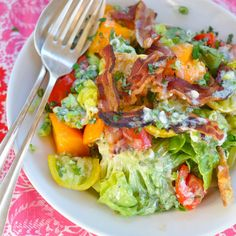 BELLA'S DECONSTRUCTED BLT SALAD WITH CRÈME FRAICHE AND HERB DRESSING via DASH AND BELLA.