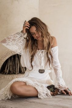 Peasant Girl off the Shoulder Crop - White #lovethis   •  ✿  | :: . ♥ . . ✿⊱╮. ★…