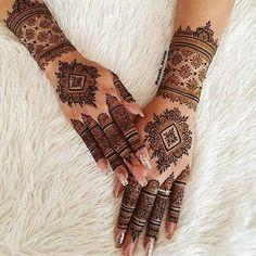 Circle Mehndi Designs, Wedding Henna Designs, Pretty Henna Designs, Modern Henna Designs, Mehandhi Designs, Engagement Mehndi Designs, Indian Mehndi Designs, Latest Bridal Mehndi Designs, Mehndi Designs Book