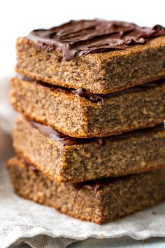 Flourless Banana Bread Bars made in the blender with only a handful of easy ingredients! Theyre gluten-free oil-free dairy-free and refined-sugar-free. Healthy Baking, Healthy Treats, Healthy Desserts, Healthy Bars, Healthy Foods, Banana Bread Bars, Banana Bread Recipes, Loaf Recipes, Paleo Dessert