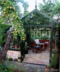 I am not alone in dreaming of a greenhouse and certainly it is a lovely dream. The best part of all is that even if it is a dream, it is … - All For Garden Indoor Greenhouse, Backyard Greenhouse, Greenhouse Plans, Backyard Landscaping, Cheap Greenhouse, Greenhouse Frame, Orangerie Extension, Greenhouse Interiors, Garden Cottage