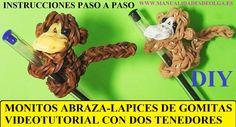 COMO HACER UN MONO ABRAZA-LAPICES DE GOMITAS (LIGAS) (MONKEY CHARM) CON ...