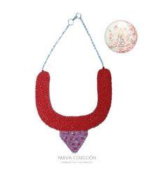 Hoy viernes disfruta del rojo pasión y el rosa romántico en este fabuloso collar con brillos de cristales checos. Te gusta? Comenta  y escribenos a ✉arenabyastrid@gmail.com y al 04161703728 en Venezuela y al 3044426072 en Colombia. Hacemos envíos a cualquier lugar del mundo ✈#chic #casual #trendy #fashion #moda #necklace #red #love #collar #rojo #rosa #handmade #hechoamano #brillo #viernesenlanoche #outfit