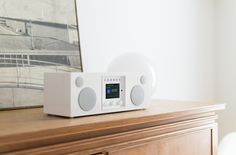 Como Audio. The new Kloss? Sure seems like it - after all, they both have Tom DeVesto in common...