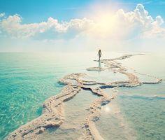 Besonderheiten: Das Tote Meer ist mit einem Salzgehalt von 33,7 Prozent die…