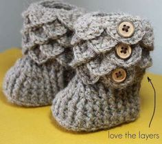 I need to learn to crochet for real so our future baby can have these baby booties! Baby Kind, Baby Love, Baby Baby, Handmade Accessories, Baby Accessories, Crochet Baby Booties, Crochet Boots, Knitted Baby, Hat Crochet