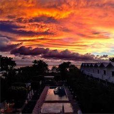 Sommerfeeling anstatt Winterblues: Mit diesem Miami-Sonnaufgang wünschen wir euch einen super Start in die Woche! #SoMiami   photo © Instagram @randallslavin