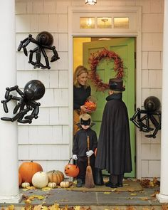 Pin for Later: 60+ of the Most Spooktacular Halloween DIYs Balloon Spiders These giant balloon spiders will scare unsuspecting trick-or-treaters.  Source: Martha Stewart