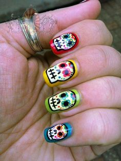 Sugar skull nails, I am so in love with these!