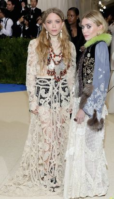 Mary-Kate Olsen and Ashley Olsen attend the 'Rei Kawakubo/Comme des Garcons: Art Of The In-Between' Costume Institute Gala at Metropolitan Museum of Art on May 2017 in New York City Hollywood Fashion, Mode Hollywood, Gala Gowns, Gala Dresses, Red Carpet Dresses, Nice Dresses, Mary Kate Olsen, Mary Kate Ashley, Ashley Olsen