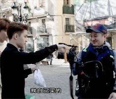 EXO's Second Box : D.O. sharing with the cameraman (2/2)