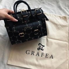 Discovered by Find images and videos about bag on We Heart It - the app to get lost in what you love. Mini Mochila, Expensive Handbags, Cute Purses, Cute Bags, Luxury Bags, Fashion Bags, Fall Fashion, Boho Fashion, Style Fashion