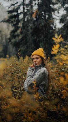 Photography Portrait Outdoor Girl Poses Ideas For 2019 Senior Girl Photography, Outdoor Portrait Photography, Portrait Photography Poses, Outdoor Portraits, Photography Poses Women, Autumn Photography, Photography Ideas, Photography Backdrops, Outdoor Photoshoot Ideas