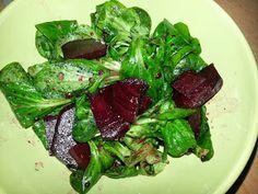 Nina zauberte aus Rote Beete und Feldsalat (beides aus ihrer frischen Ökokiste) einen schnellen Salat