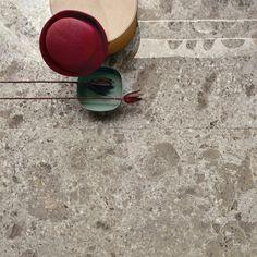 Fragmenta, en nydelig flis med både ekte stener og trykk. Kommer i flere farger og størrelser. @ariosteahightech Flisene får du hos Bella i Lier, Oslo og Tønsberg. Full Body, Contemporary Design, Interior And Exterior, Pure Products, Porcelain Floor, Infinite, Tiles, Collections, Meet