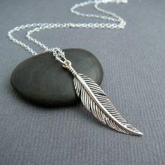"""collar de plata de la pluma. capas de boho pequeño colgante sterling simple encanto delicado delicado bohemio rústico diaria joyería. acodar. 1 1/4"""""""
