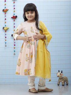 Pakistani Kids Dresses, Indian Dresses For Kids, Kids Indian Wear, Kids Summer Dresses, Kids Ethnic Wear, Baby Girl Party Dresses, Little Girl Dresses, Pakistani Kurta, Kids Frocks Design