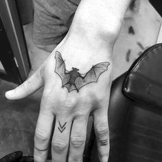 Many people mistake tattoos with more modern, rebellious cultures such as the alternative and pop-culture. Despite a lot of people being convinced that tattoos are a new thing and despite many peop… Hand Tattoos, Spooky Tattoos, Body Art Tattoos, Sleeve Tattoos, Cool Tattoos, Make Tattoo, Line Work Tattoo, Tattoo Aigle, Knight Tattoo