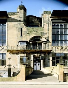Exterior Glasgow School of Art, Architect: Charles Rennie Mackintosh, 1897 onwards Glasgow Architecture, Amazing Architecture, Art And Architecture, Architecture Details, Charles Rennie Mackintosh, Art Nouveau Arquitectura, Glasgow School Of Art, Art School, Chef D Oeuvre