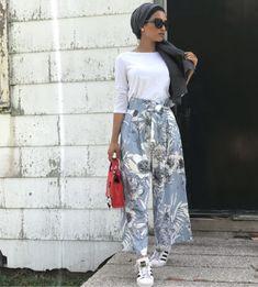 Vertical Striped And Florals Self Tie Wide Leg Pants Hijab Fashion Summer, Modest Fashion Hijab, Modern Hijab Fashion, Street Hijab Fashion, Muslim Fashion, Fashion Outfits, Fashion Trends, Hijab Outfit, Hijab Casual