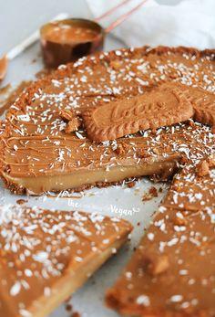 Quick & easy no-bake biscoff tart recipe vegan baking powers Biscoff Recipes, Vegan Dessert Recipes, Tart Recipes, Vegan Sweets, Sweet Recipes, Baking Recipes, Quick Easy Vegan, Quick Easy Desserts, Vegan Tarts